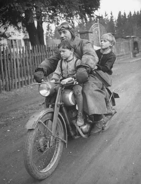 Diverses photos de la WWII - Page 39 2743