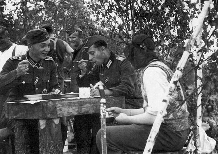 Diverses photos de la WWII - Page 4 28513