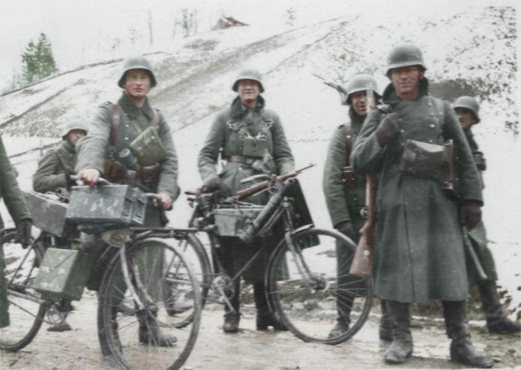 Diverses photos de la WWII - Page 5 29411