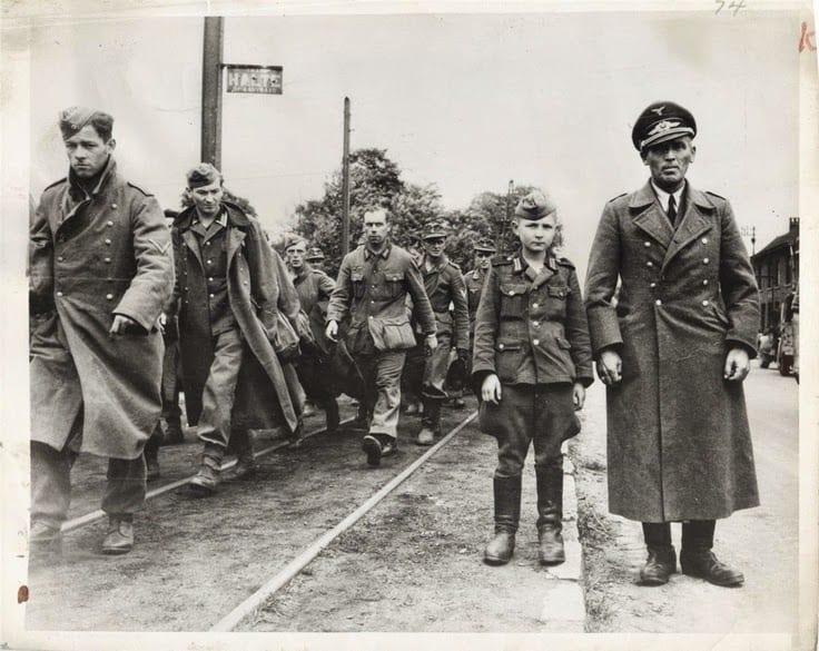 Diverses photos de la WWII - Page 40 379