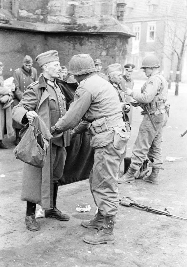 Diverses photos de la WWII (fichier 8) - Page 37 41325
