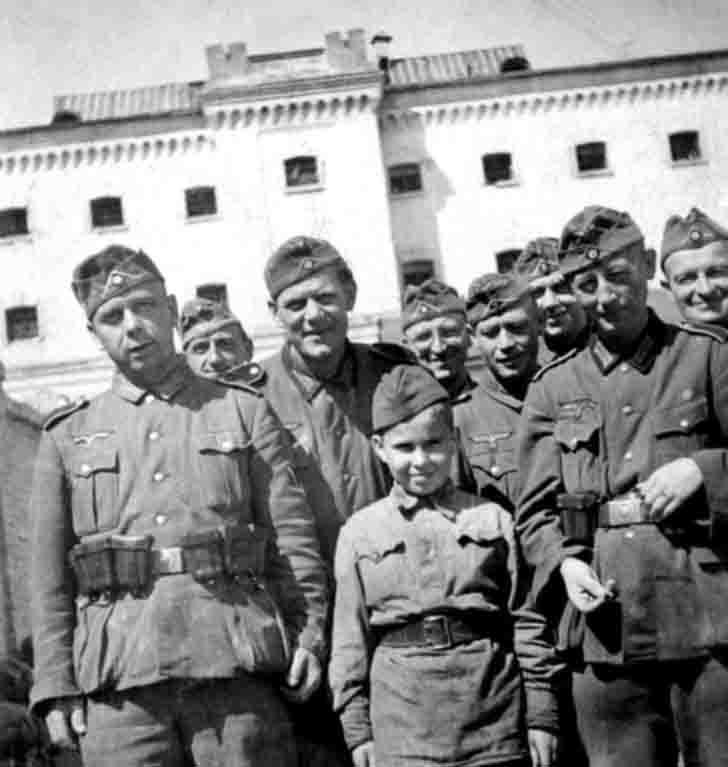 Diverses photos de la WWII - Page 2 4641