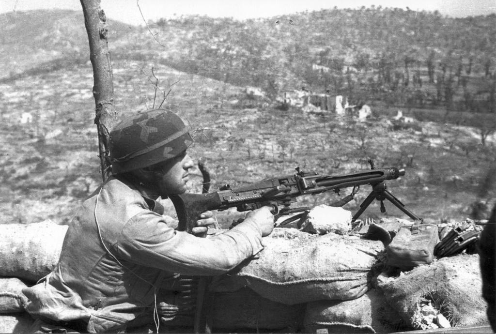 Diverses photos de la WWII - Page 37 57916