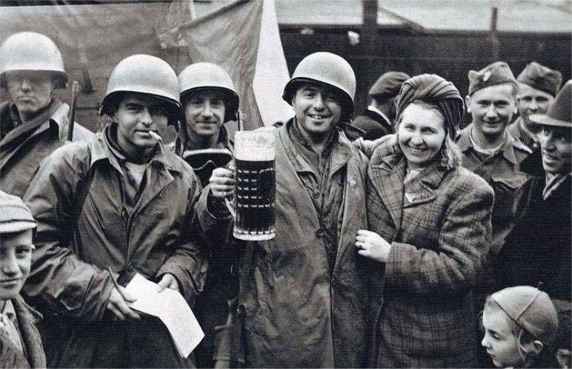 Diverses photos de la WWII - Page 37 5841