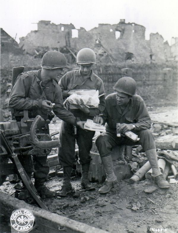 Diverses photos de la WWII - Page 37 60615