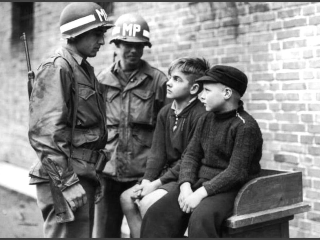 Diverses photos de la WWII - Page 39 63818
