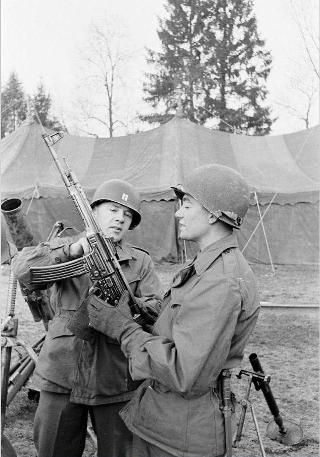 Diverses photos de la WWII (fichier 7) - Page 39 66624