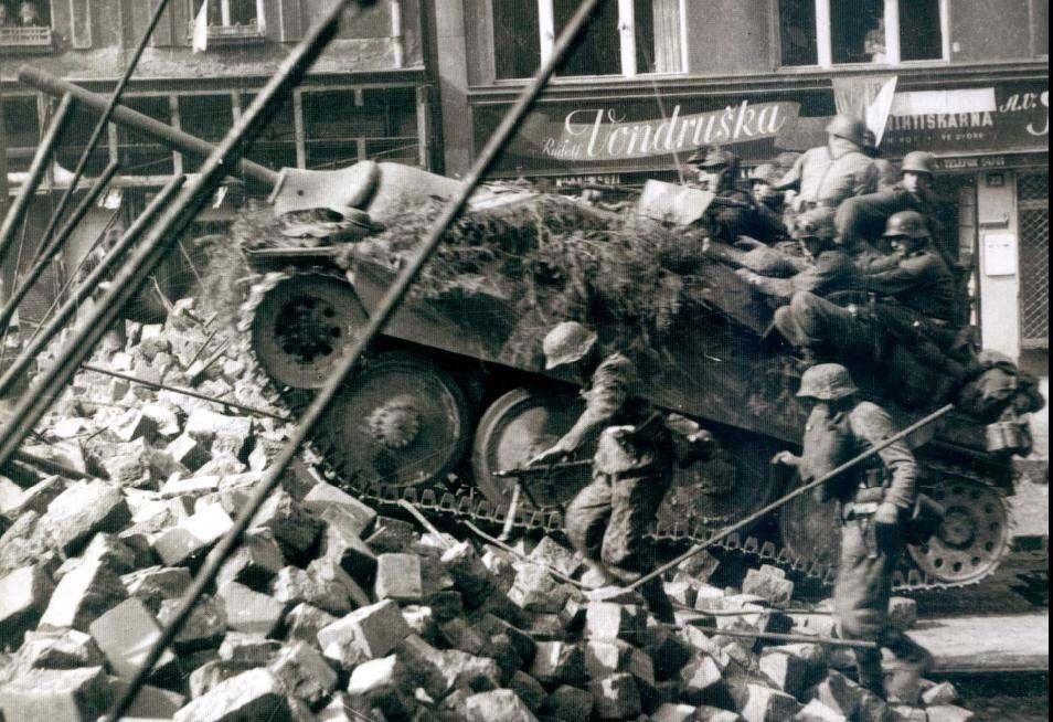 Diverses photos de la WWII - Page 2 673