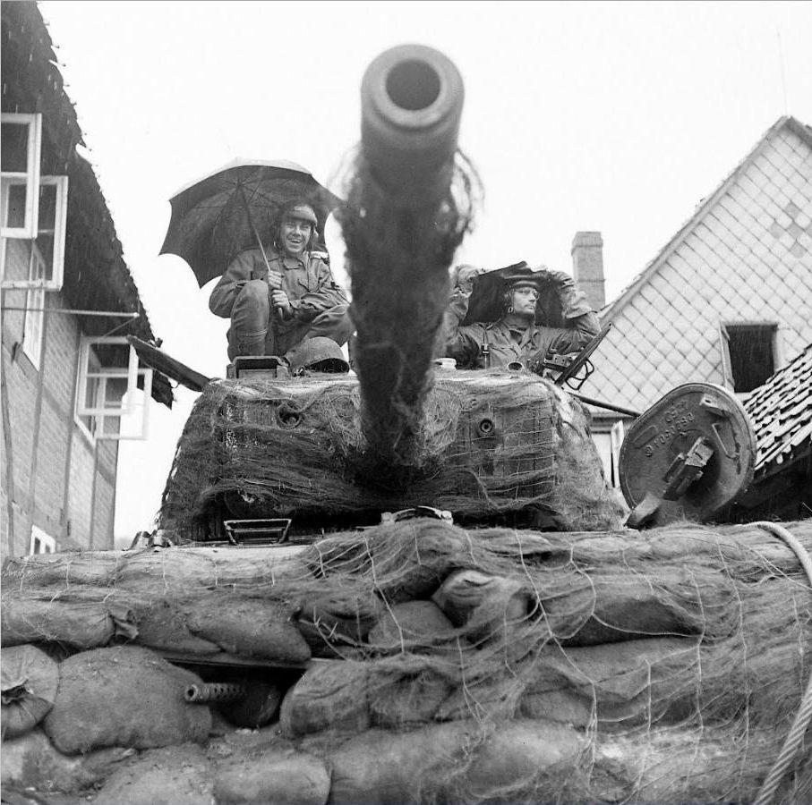 Diverses photos de la WWII (fichier 7) - Page 39 67325
