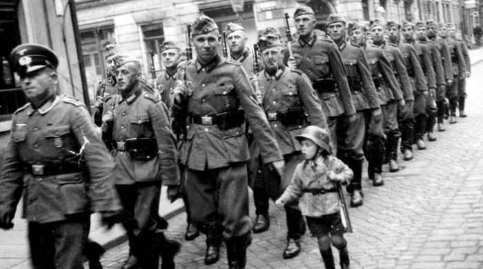 Diverses photos de la WWII - Page 40 678