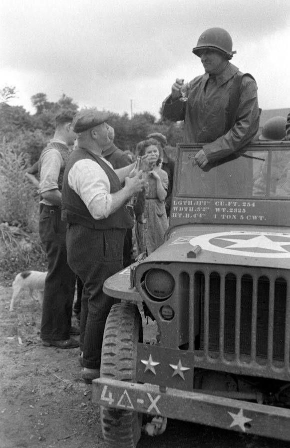 Diverses photos de la WWII - Page 37 67810