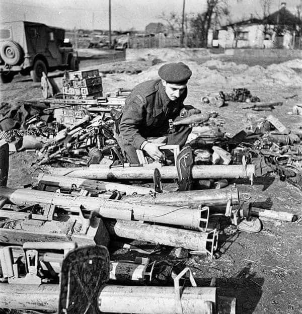 Diverses photos de la WWII (fichier 7) - Page 40 68922