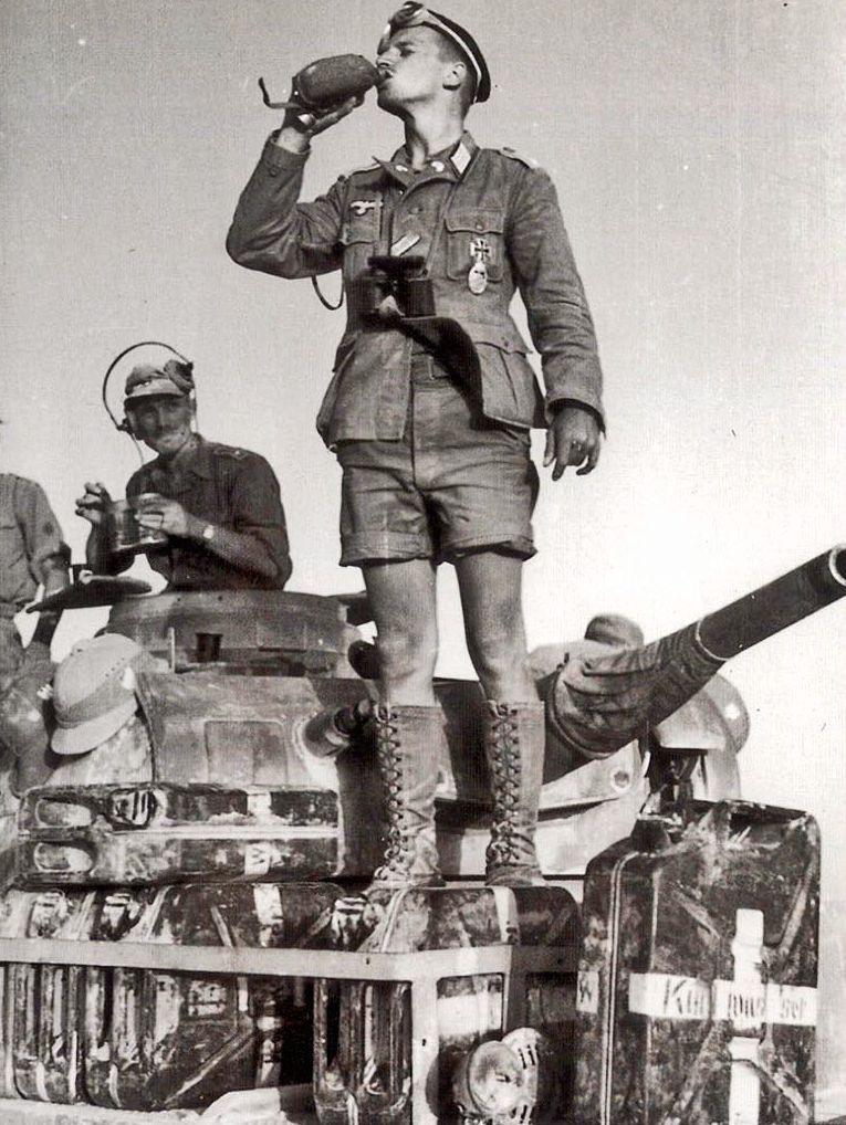 Diverses photos de la WWII - Page 38 69310