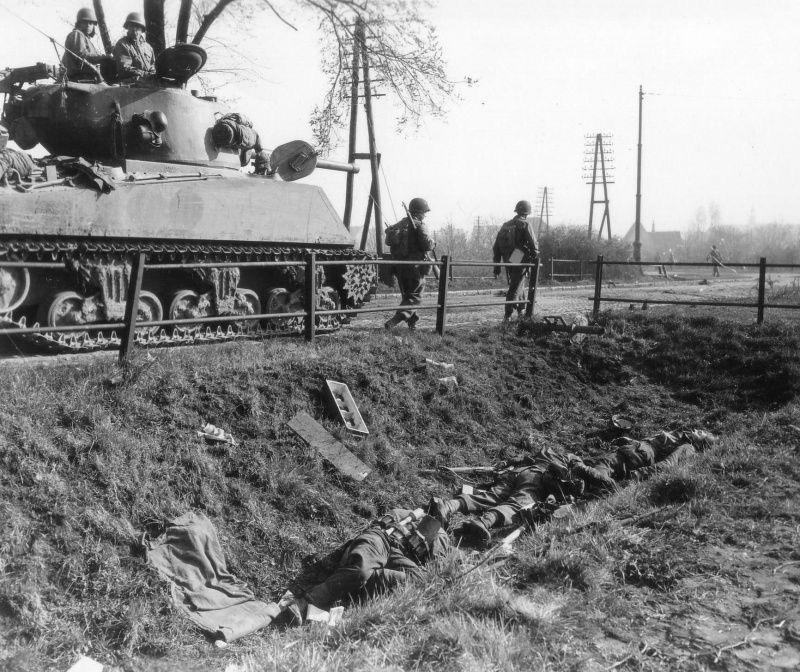 Diverses photos de la WWII - Page 38 70012