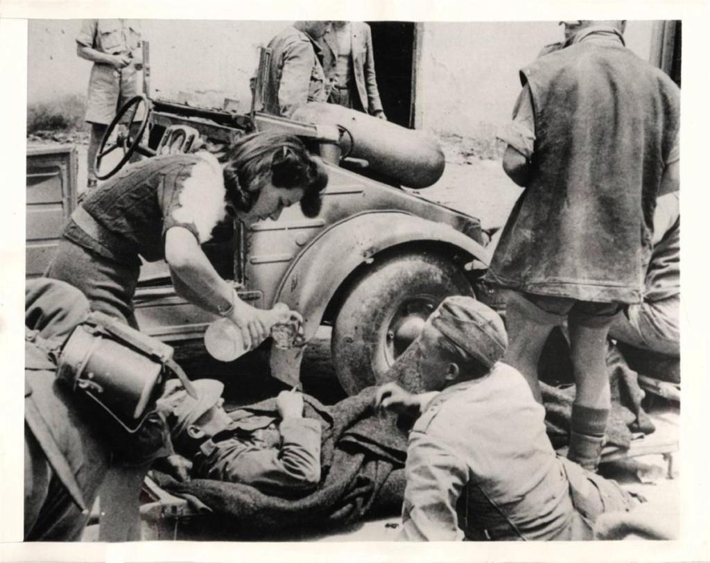 Diverses photos de la WWII - Page 38 72311