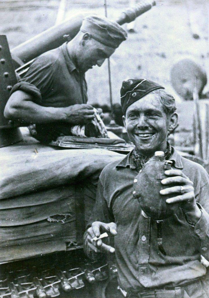 Diverses photos de la WWII - Page 30 74018