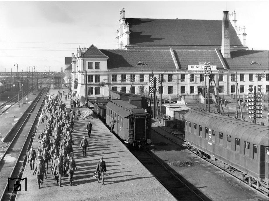 Diverses photos de la WWII - Page 6 749