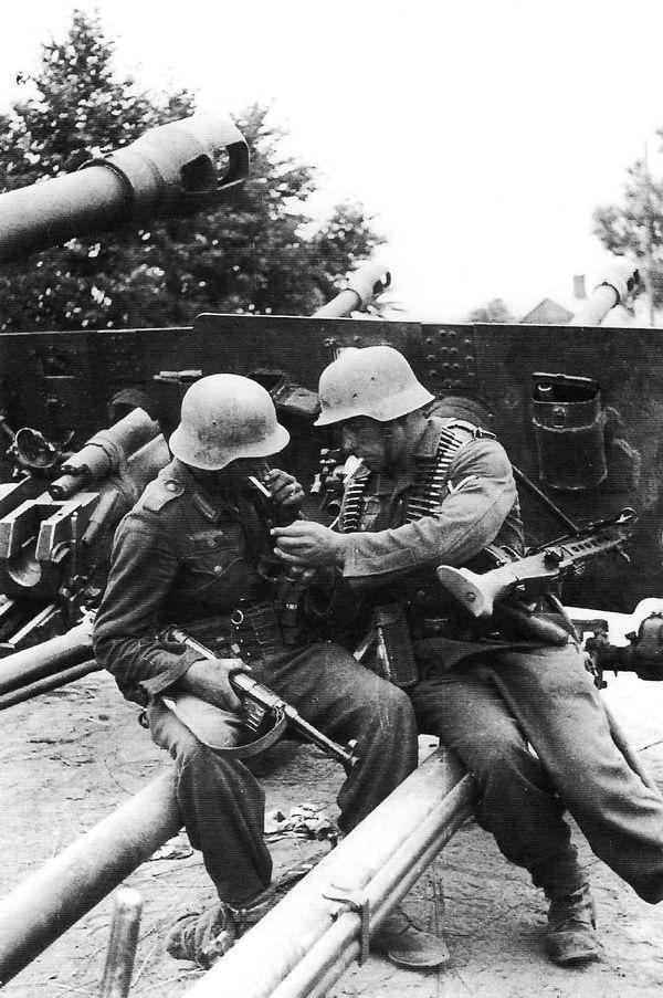 Diverses photos de la WWII - Page 30 74922