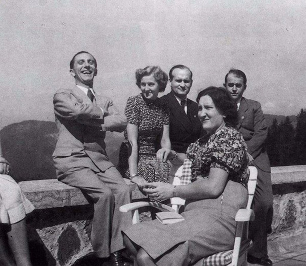 Diverses photos de la WWII 75217