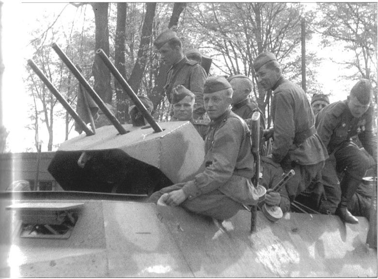 Diverses photos de la WWII - Page 39 75612