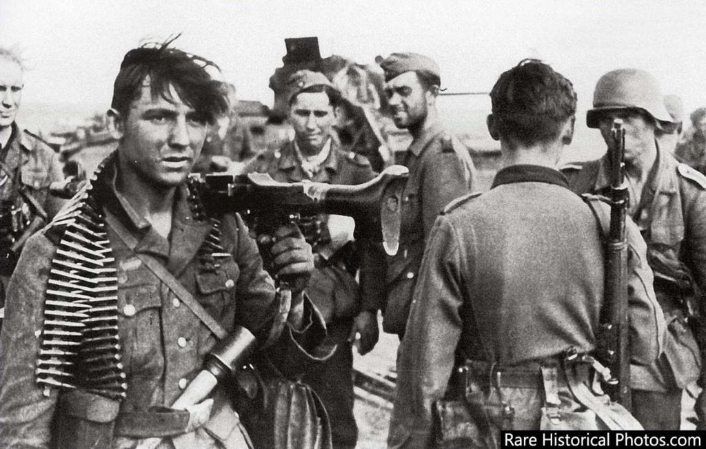 Diverses photos de la WWII - Page 2 77415