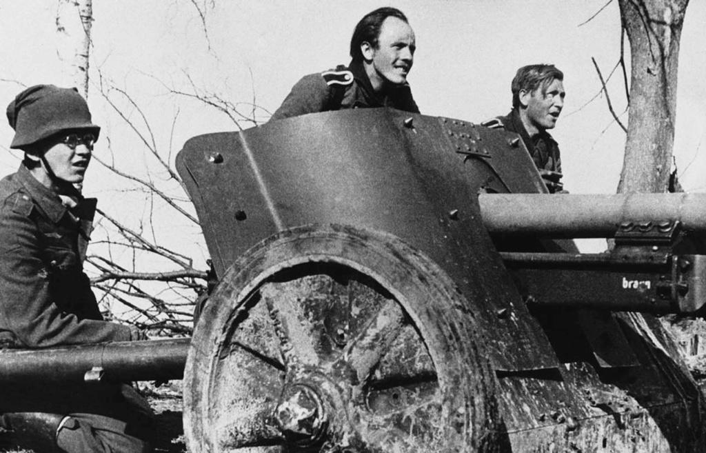 Diverses photos de la WWII - Page 2 77914