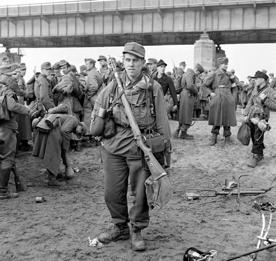 Diverses photos de la WWII (fichier 8) - Page 2 80024