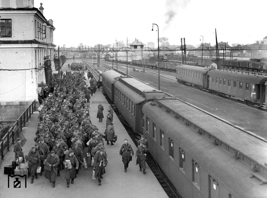 Diverses photos de la WWII - Page 6 851