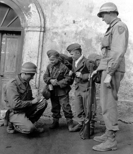 Diverses photos de la WWII - Page 3 8627