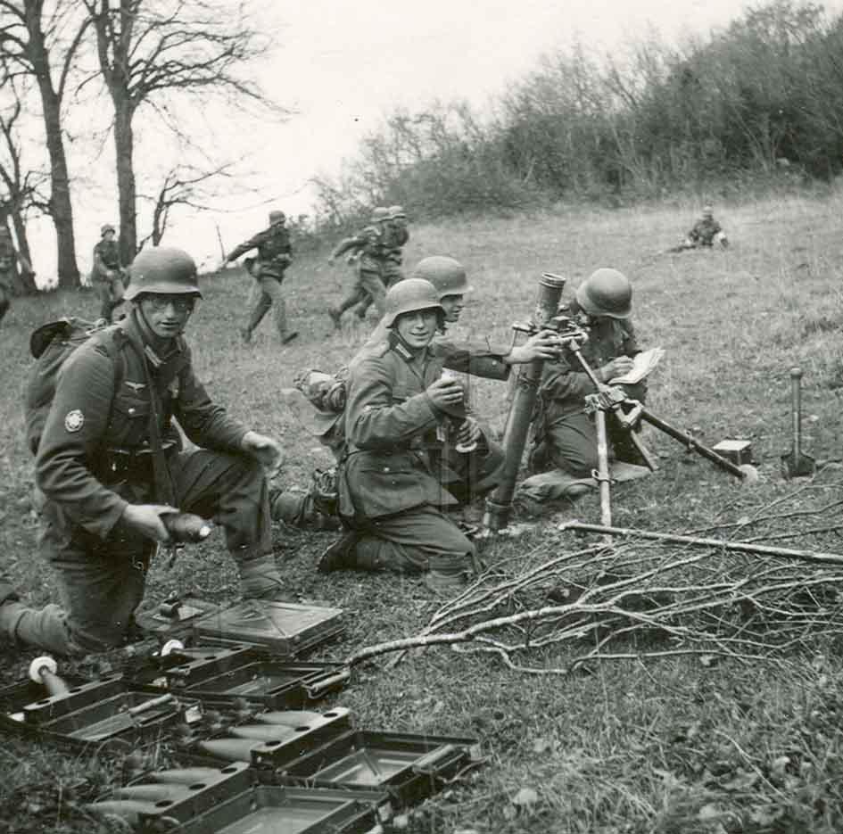 Diverses photos de la WWII - Page 37 98810