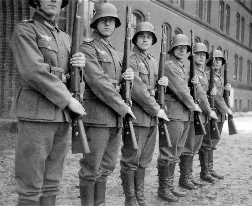 Diverses photos de la WWII (fichier 8) - Page 4 99716