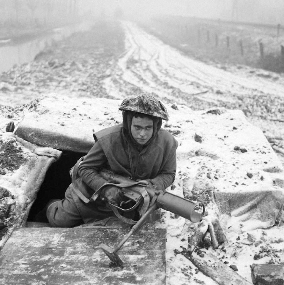 Diverses photos de la WWII - Page 38 99913