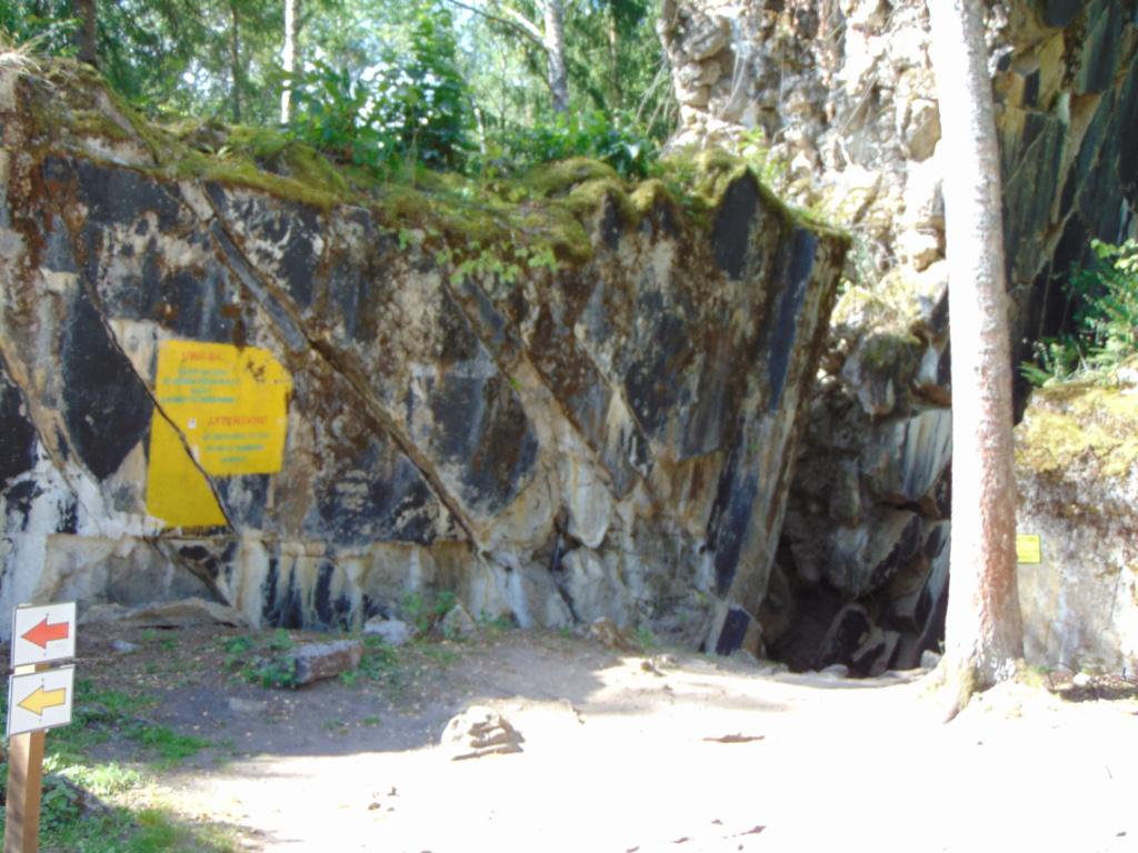 Restes d'un bunker d'Hitler - Page 2 Dsc02739
