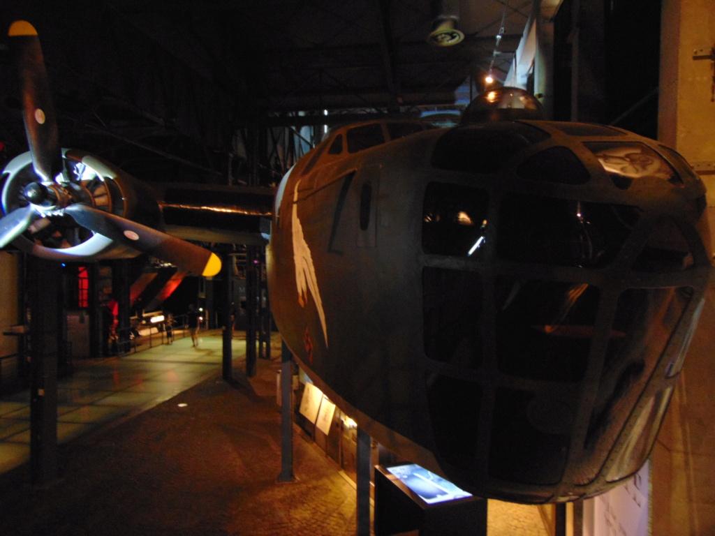 Musée de l'aviation à Kosice en Slovaquie - Page 2 Dsc03011
