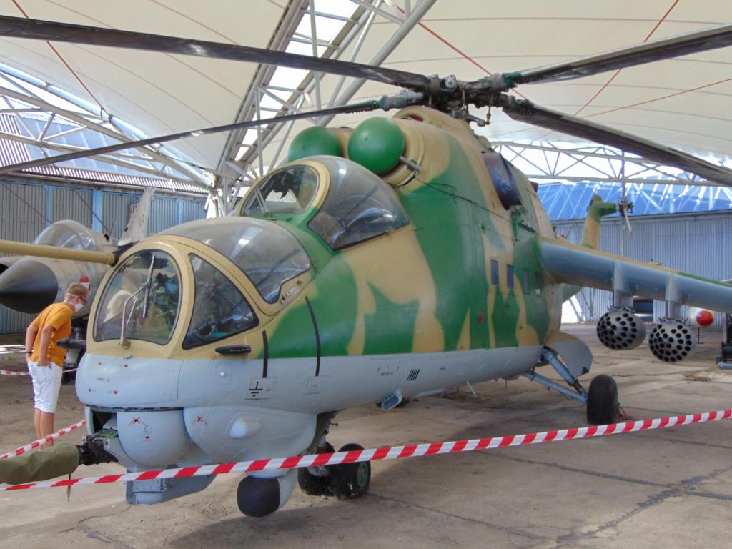 Musée de l'aviation à Kosice en Slovaquie - Page 2 Dsc04250
