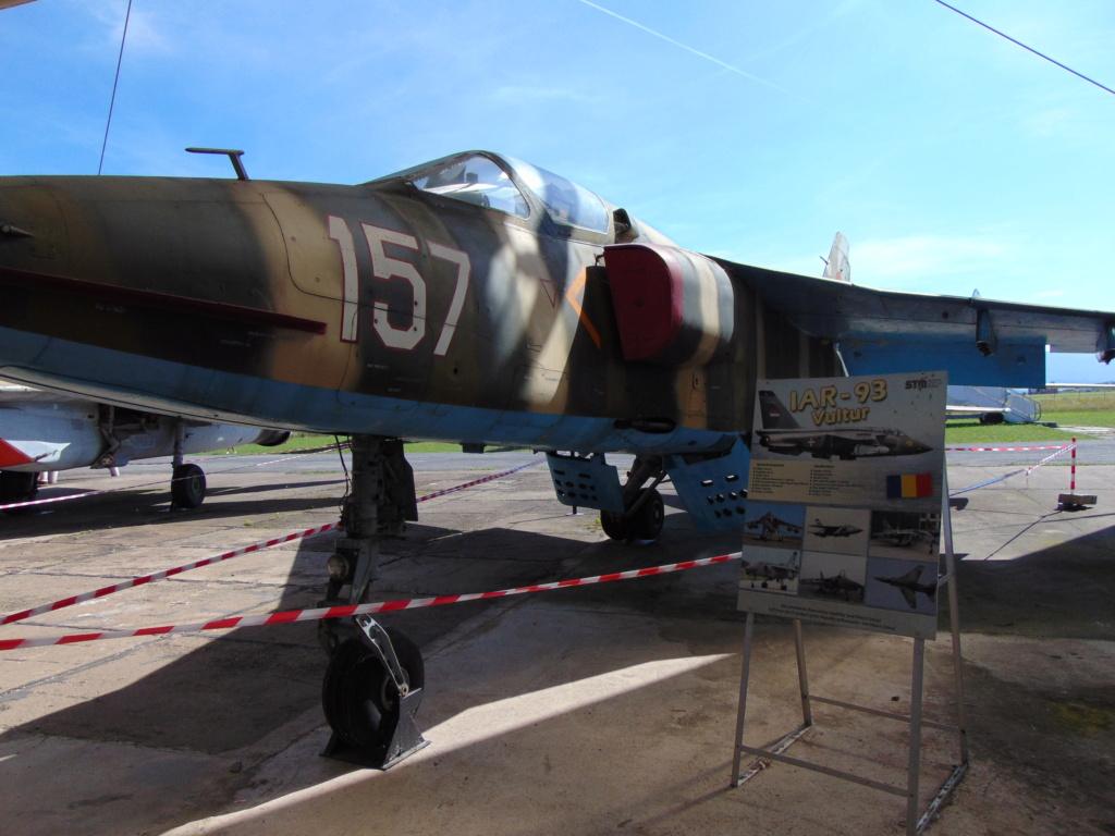 Musée de l'aviation à Kosice en Slovaquie - Page 2 Dsc04253