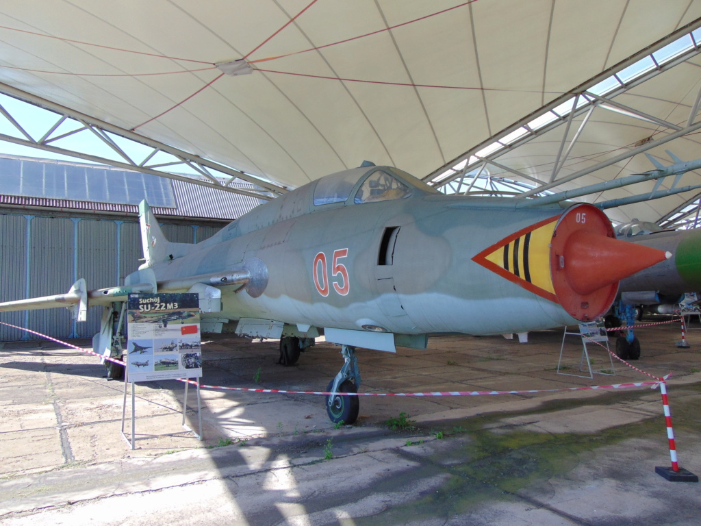 Musée de l'aviation à Kosice en Slovaquie - Page 2 Dsc04254