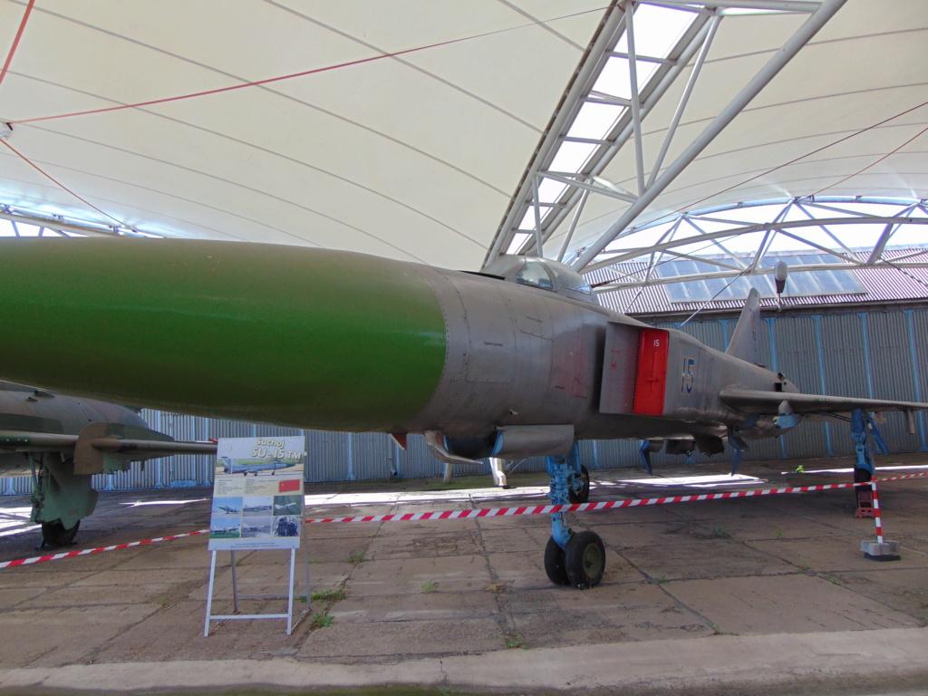 Musée de l'aviation à Kosice en Slovaquie - Page 2 Dsc04256