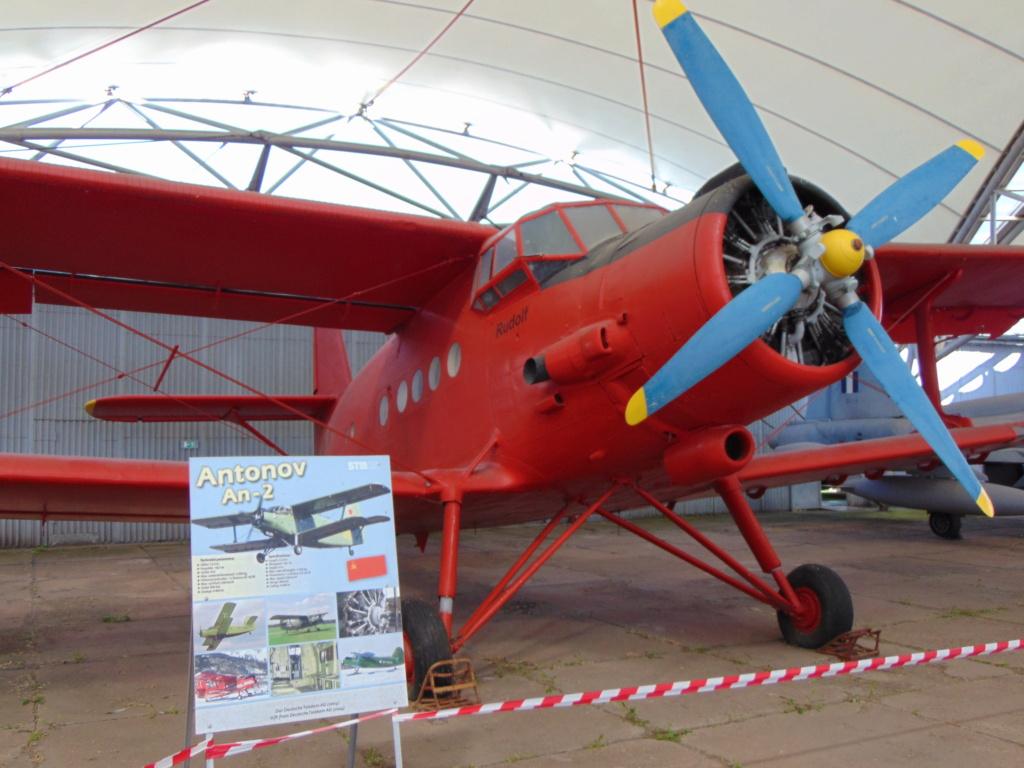 Musée de l'aviation à Kosice en Slovaquie - Page 2 Dsc04261