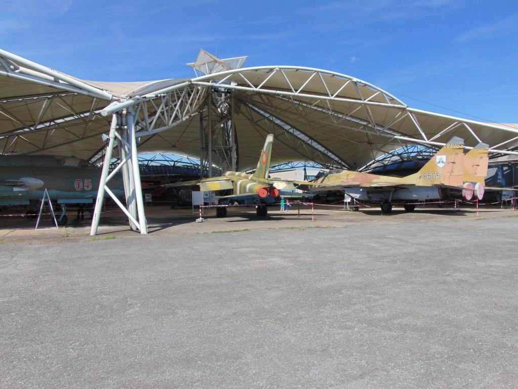 Musée de l'aviation à Kosice en Slovaquie - Page 2 Dsc04270