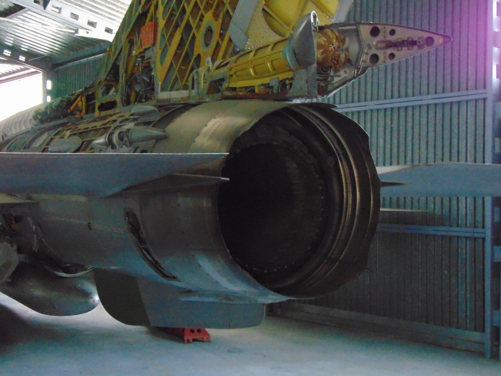 Musée de l'aviation à Kosice en Slovaquie - Page 2 Dsc04311