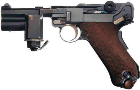 P-08 Luger équipé d'une lampe tactique - Page 2 Nightp10