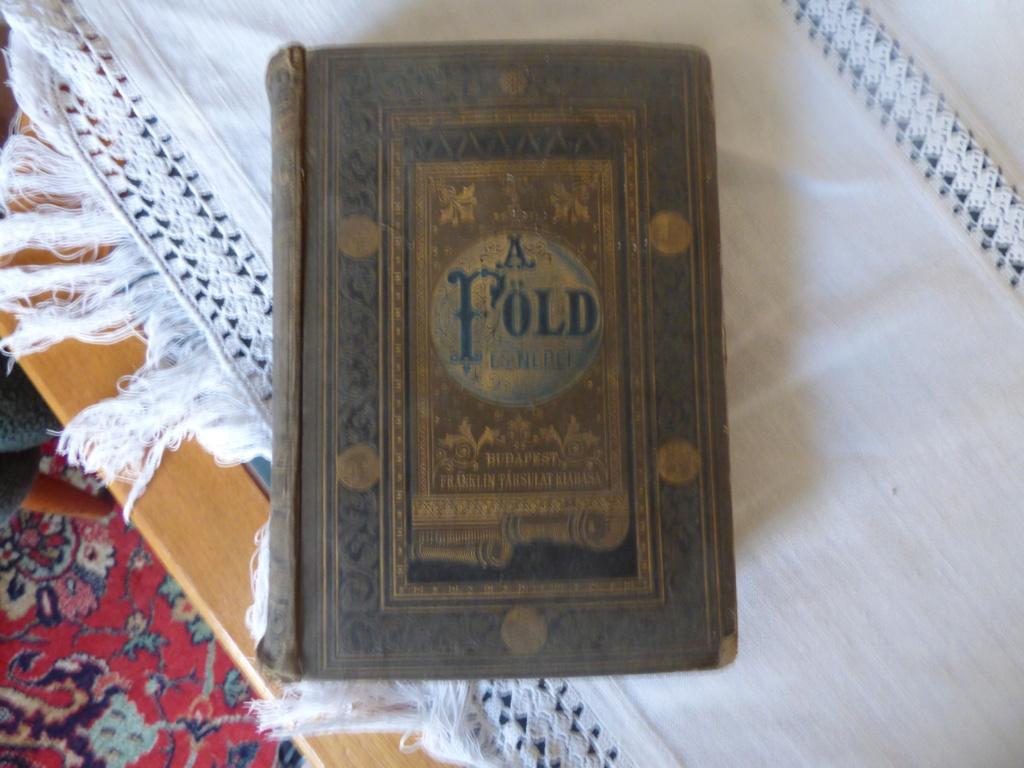 Vous aimez les vieux livres ? P1020236