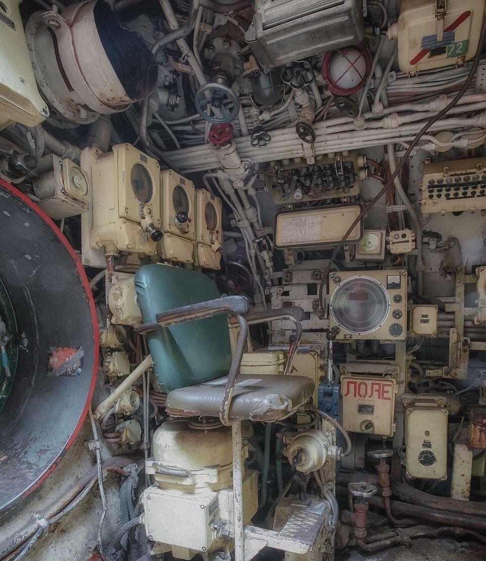 Des photos du V-143, un sous-marin russe en service de 1960  Sm510