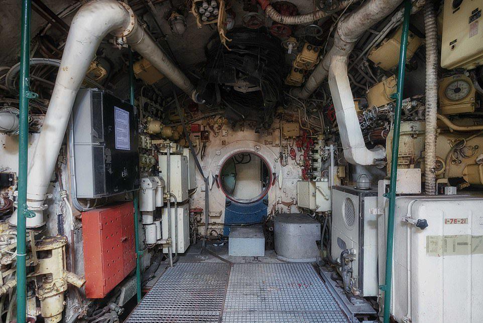 Des photos du V-143, un sous-marin russe en service de 1960  Sm710