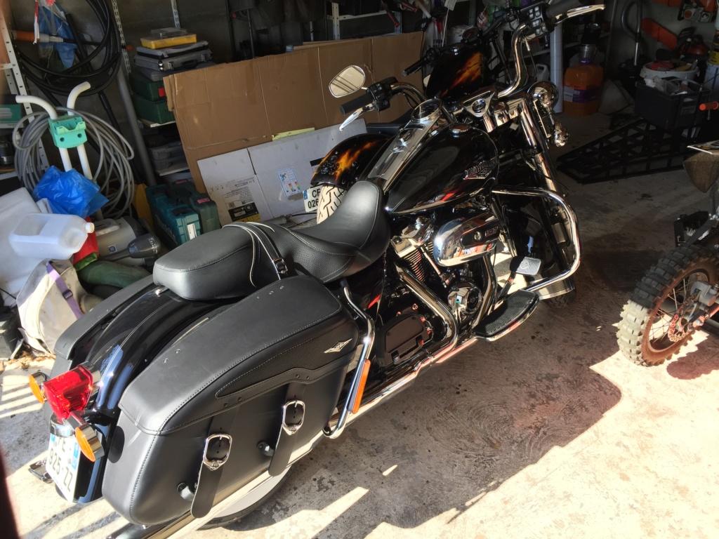 Road King uniquement, combien sur Passion-Harley  - Page 16 Img_2512
