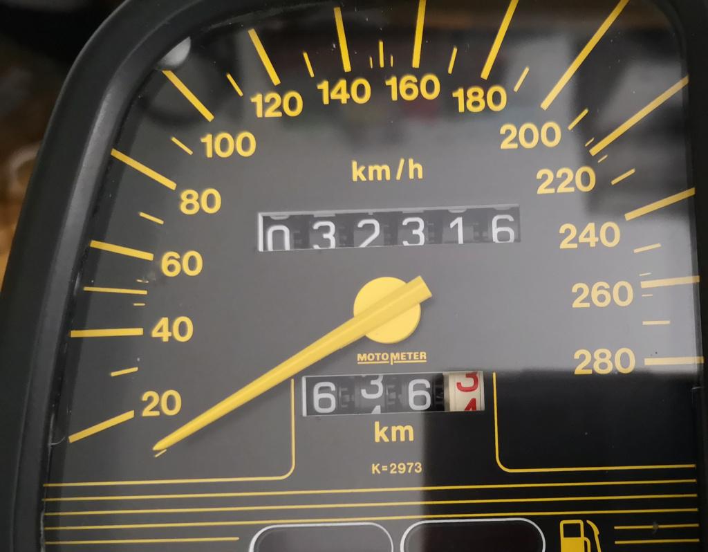Speedometer extra lines on speedo whats the go? K1_kmh10