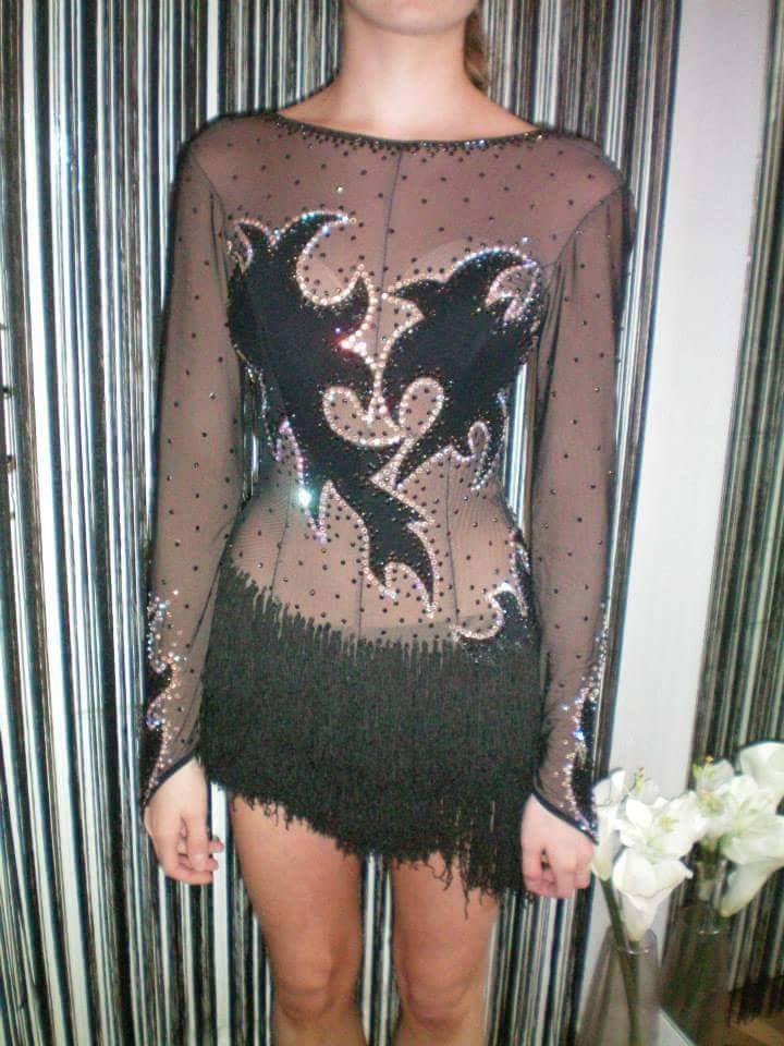 robe latine noire H10