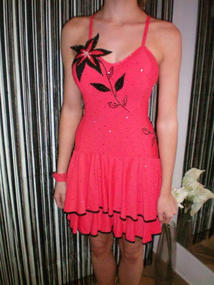 robe junior strassée 90€ L10