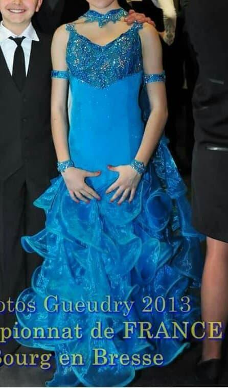 robe standard juniors strassée S10